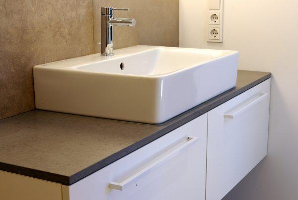 Waschtischunterschrank mit Aufsatzbecken